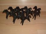 Lot de 10 chevaux noirs