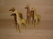 Lot de 4 girafes cassées et en mauvais état