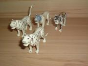 Lot de 4 tigres blancs cassés et en mauvais état