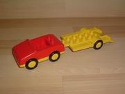Voiture rouge remorque jaune