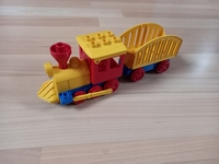 Locomotive jaune wagon cage