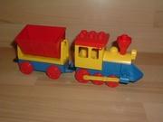 Locomotive jaune wagon benne