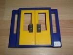 Porte double bleu et jaune