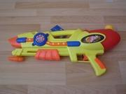 Pistolet à eau jaune