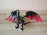 Dragon noir géant
