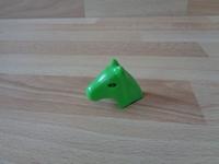 Equipement coiffe verte pour tête de cheval