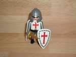 Chevalier blanc croix rouge